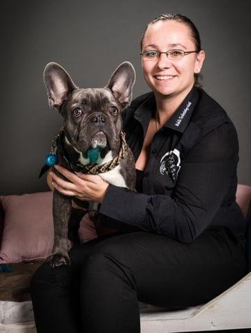 Nathalia Kukla Tierbestatterin mit ihrem Hund